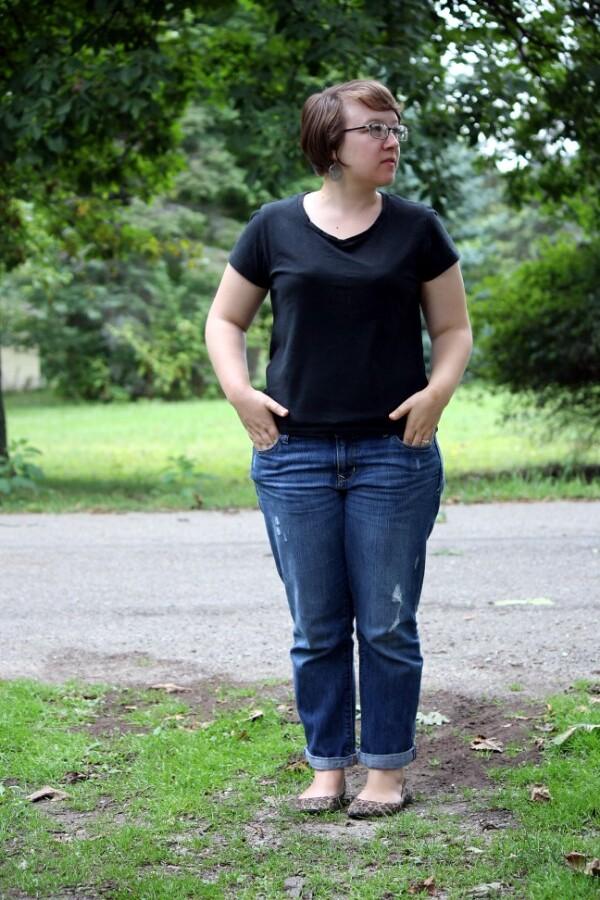 black tee, boyfriend jeans, leopard flats