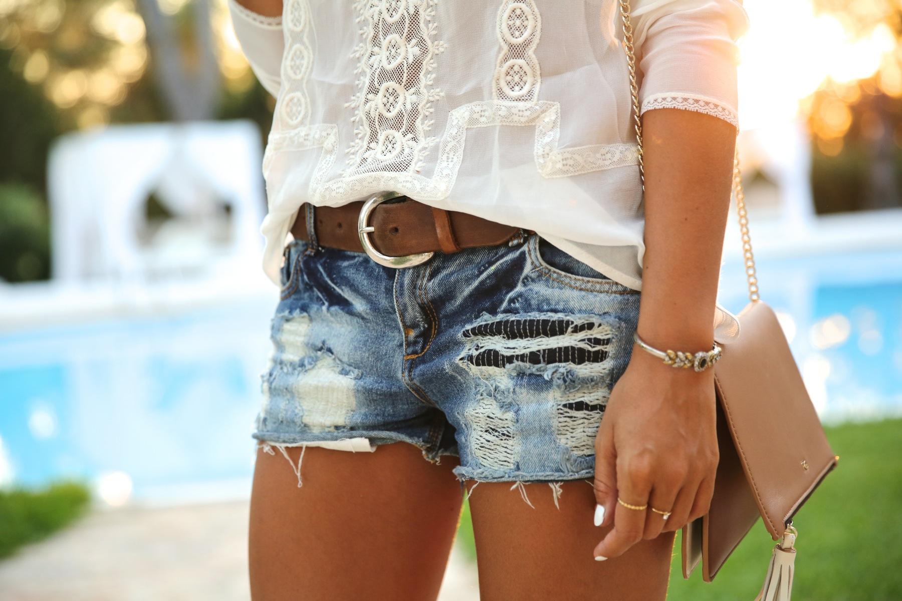 trendy_taste-look-outfit-street_style-ootd-blog-blogger-fashion_spain-moda_españa-boho-hippie-denim_shorts-shorts_vaqueros-blusa-blouse-mas34-pg-ibiza-sa_talaia-2