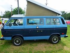 automobile, automotive exterior, van, sport utility vehicle, vehicle, minivan, minibus, volkswagen type 2 (t3), microvan, light commercial vehicle, land vehicle,