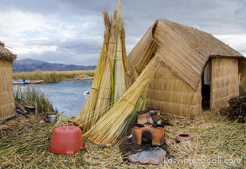 Isla de Uros en islas del lago Titicaca