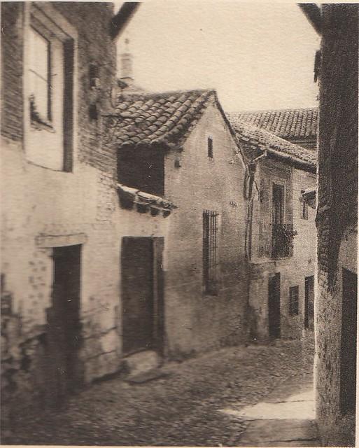 Cobertizo en Toledo a principios del siglo XX. Fotografía de Henri Bertault-Foussemagne  publicada en el libro L´Espagne, provinces du Nord, de Tolède a Burgos de Octave Aubry en 1930