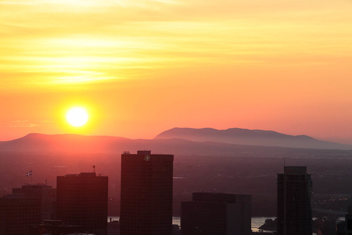 sky sun canada colors skyscraper sunrise canon soleil montréal quebec montreal ciel québec canondslr sunray levédesoleil 70d livemontreal canon70d