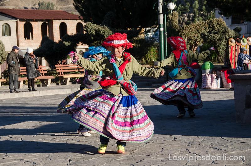 Los pueblos del valle del Colca baile de Yanque