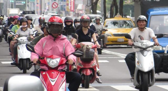 Scooters (Zhongzheng 1st Rd.)