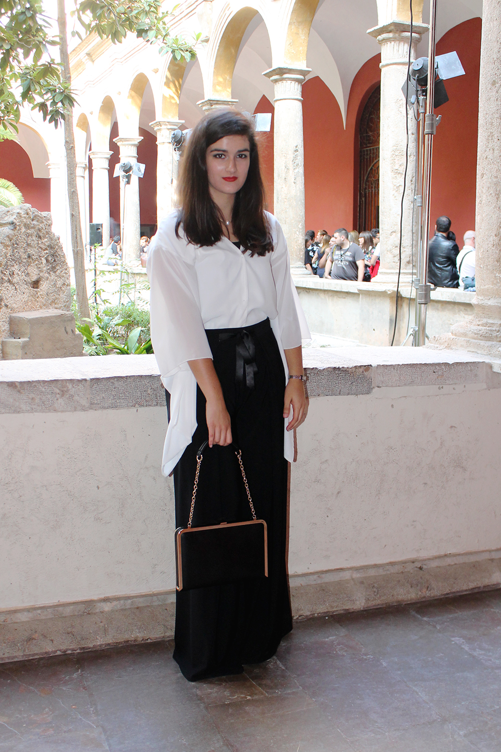 something fashion benavente kimono white valencia fashion week VFW japanese style streetstyle, amanda r. fashionart upv, lodi shoes palazzo pants blogger valencia spain vintage front row