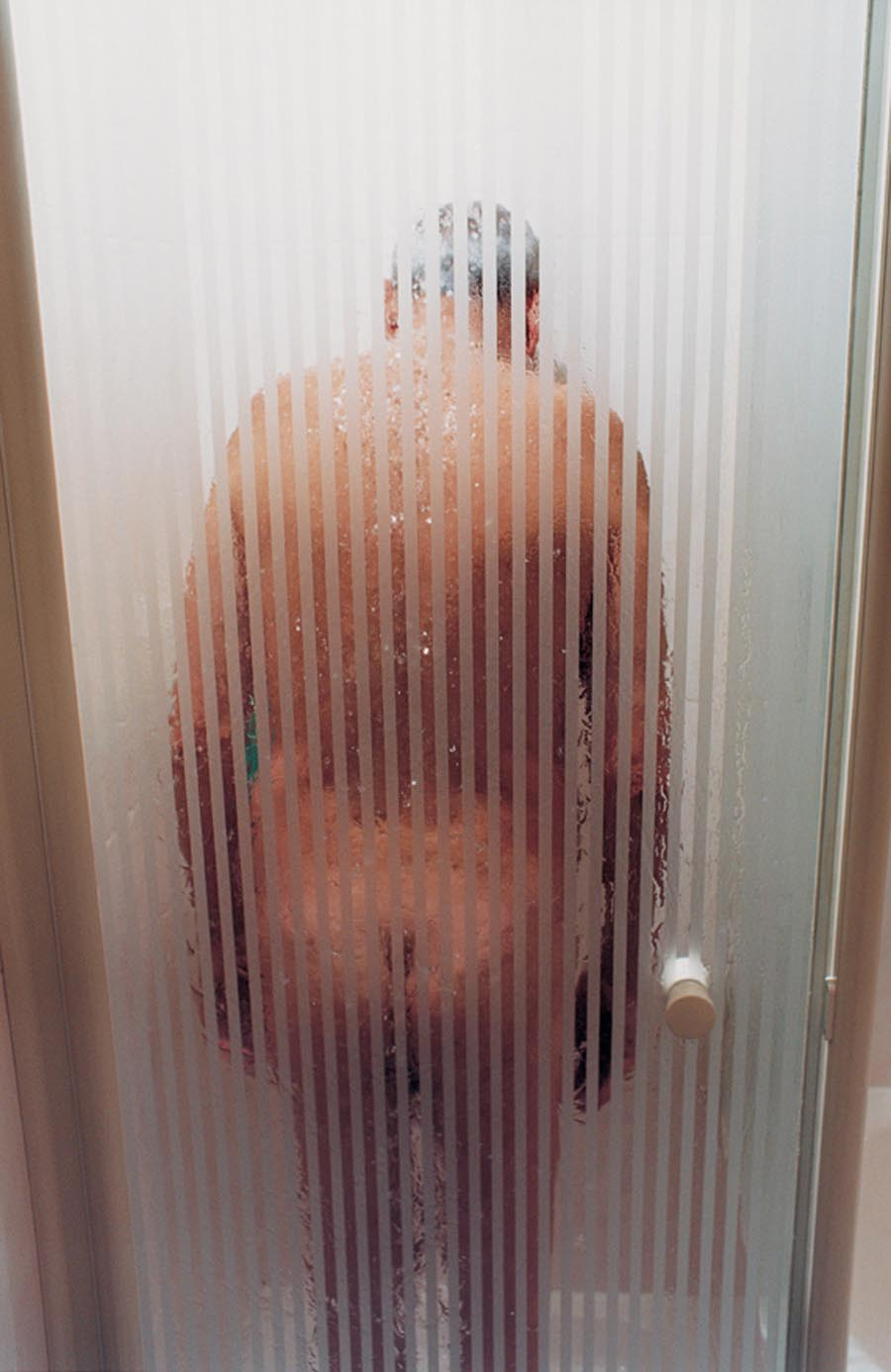 裸體創造出家人間令人震驚的親密感:赤裸並不全然代表色情,也可以是親情17