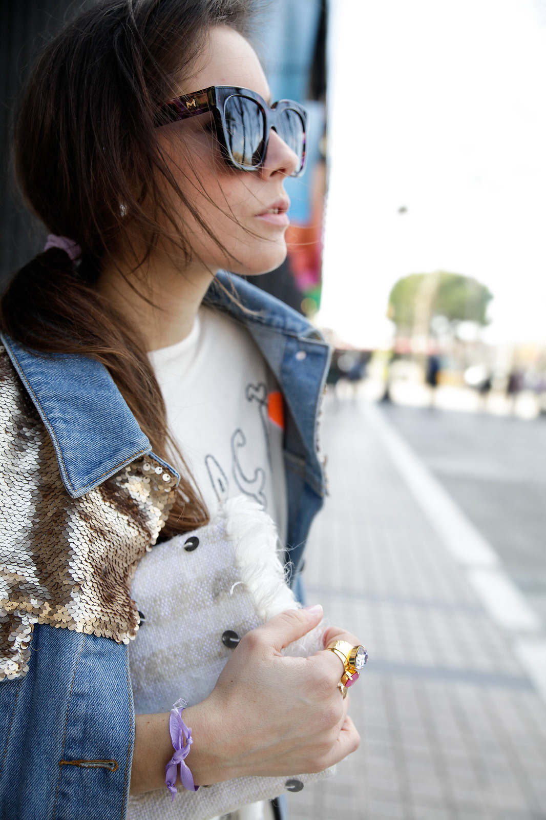 TREND_ ALERT_EMBROIDERY_AND_PATCHES_SEQUINS_DAY SUNGLASSES INFLUENCER SPAIN BARCELONA THEGUETSGIRL