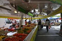 Fruits et légumes frais à l'ombre