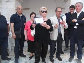 L'Auser di Turi ha fatto omaggio di una targa al presidente dell'Auser di Torre Santa Susanna con cui è stato fatto il gemellaggio lo scorso anno.