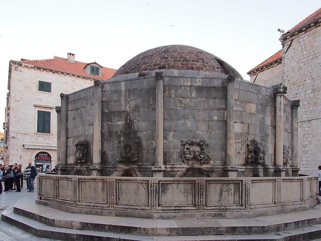 歐諾佛利歐水池Onofrijeva Fontana