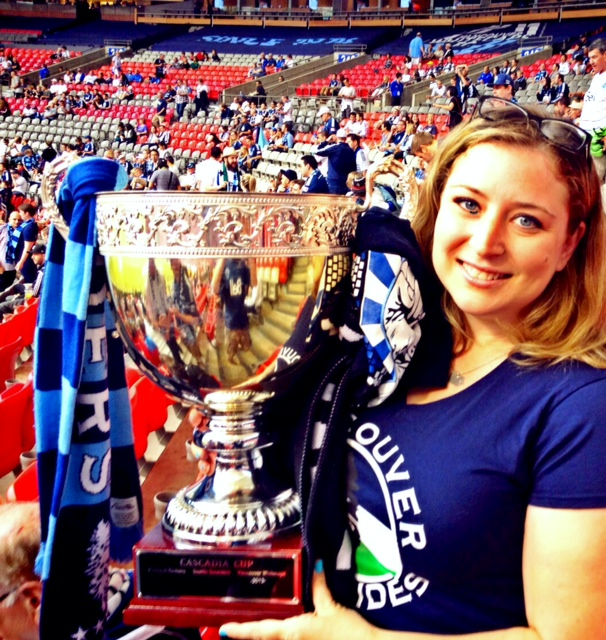 #KINGSofCascadia Thanks @Subhedgehog for taking my pic w/the #CascadiaCup! #VWFC @WhitecapsFC