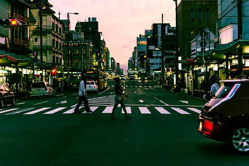 street sunset japan kyoto cloudy dusk micro 京都 日本 60mm nikkor 路地裏 d610 梅雨 ニコン