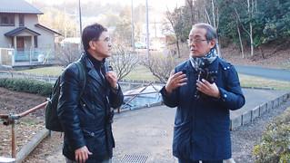 安藤先生(圖右)正在與我們解釋龍貓森林棲地概況,左為王俊秀教授。攝影:溫于璇