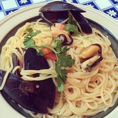 linguine(0.0), carbonara(0.0), noodle(1.0), spaghetti alle vongole(1.0), italian food(1.0), bucatini(1.0), spaghetti(1.0), spaghetti aglio e olio(1.0), food(1.0), dish(1.0), chinese noodles(1.0), cuisine(1.0),