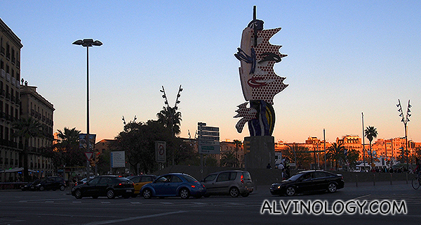 Barcelona Head at Port Vell, designed by American pop artist Roy Lichtenstein for the Barcelona 1992 Olympic Games.