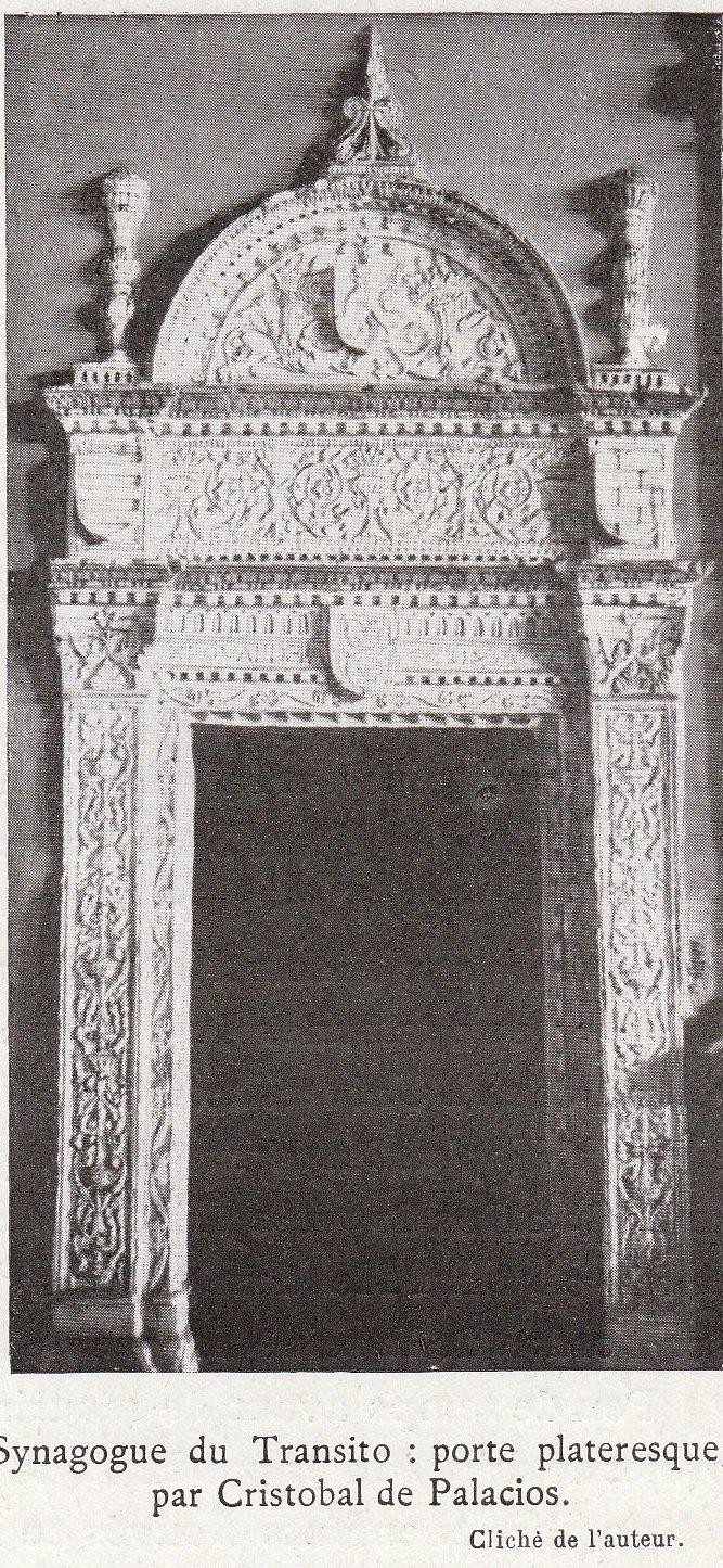 Puerta renacentista de Cristóbal de Palacios en la Sinagoga del Tránsito a comienzos del siglo XX. Fotografía de Élie Lambert publicada en su libro Les Villes d´Art Célebres: Tolède (1925)