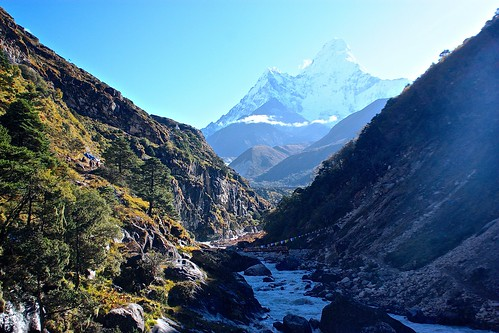 morning hike with constant views of Amadablam