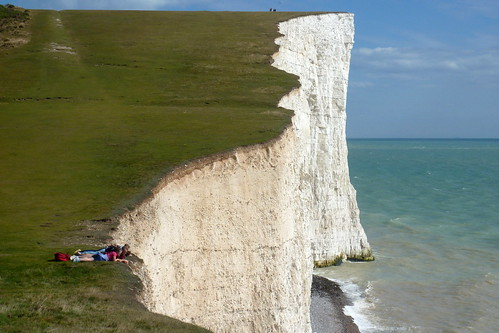 Brighton - Seven Sisters walk - people on the cliffs