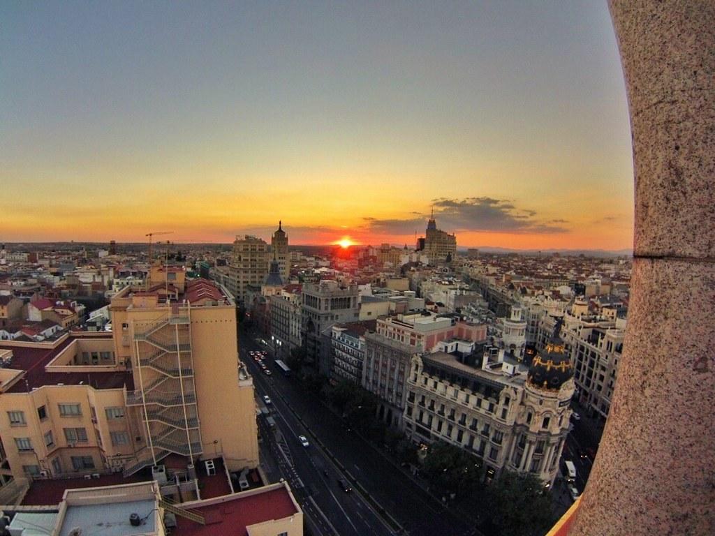 Atardecer desde lo alto de la azotea del círculo azotea del círculo de bellas artes de madrid, oasis en el cielo - 15147908381 71b93beb44 b - Azotea del Círculo de Bellas Artes de Madrid, oasis en el cielo