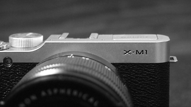 FUJIFILM X-M1 mono