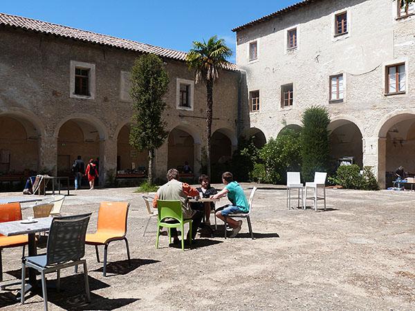café au monastère
