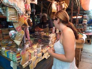Linda auf dem Gewürzmarkt