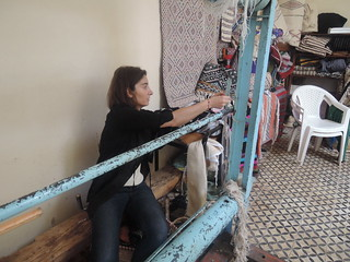 Fixing the warp at the loom