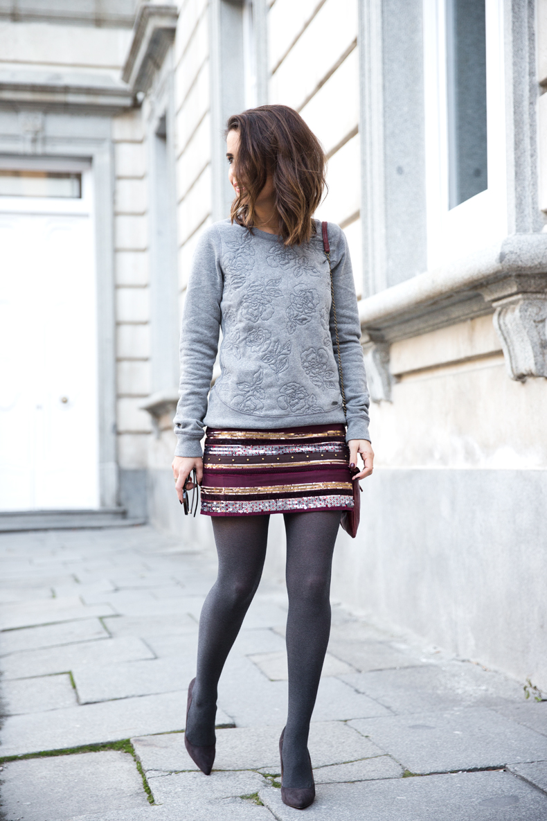 Abercrombie-Embroidered_Skirt-Sweatshirt_Grey-Outfit-Street_Style-Collagevintage-23