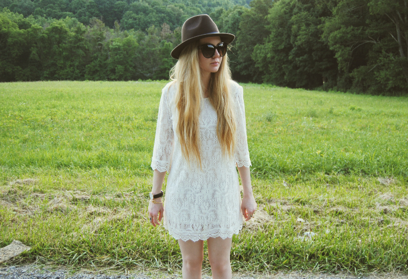 WhiteLaceBohoDress_TillysBrownHat_ZeroUVSunglasses