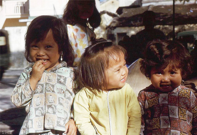 DA NANG 1962 - Group of happy local girls pose for photo