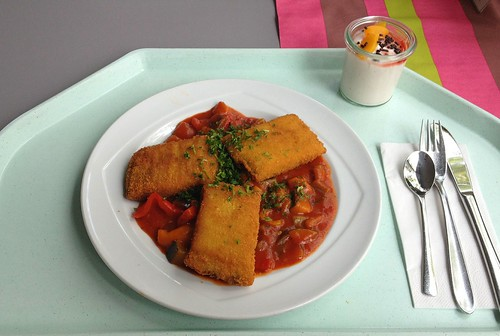 Polentaschnitten mit Ratatouillegemüse / Polenta slices with ratatouille