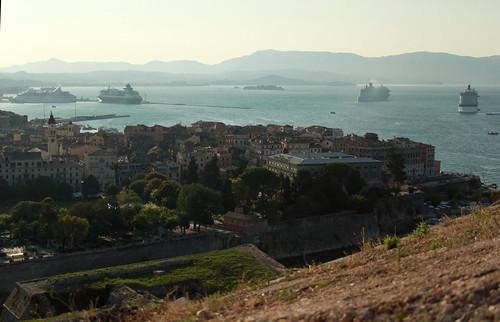 Corfù, la città al tramonto