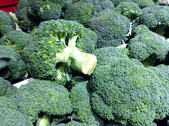 leaf vegetable(0.0), rapini(0.0), broccoli(1.0), vegetable(1.0), produce(1.0), food(1.0), broccoflower(1.0),