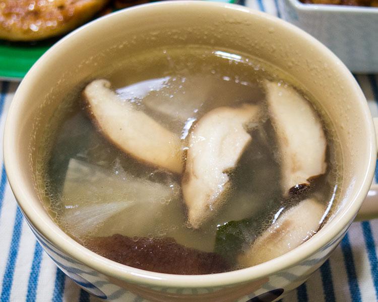 大根と椎茸とワカメのスープ