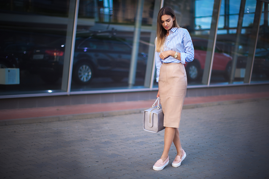 elegant-outfit-with-sporty-shoes-how-to-wear-pencil-skirts-outfit-ideas