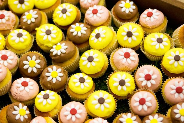 Orla Kiely SS15 London Fashion Week presentation flower cupcakes