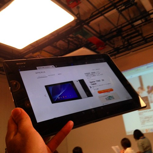 Xperia Z2 Tablet!最薄で最軽量なタブレット!しかも防水とは素晴らしい。