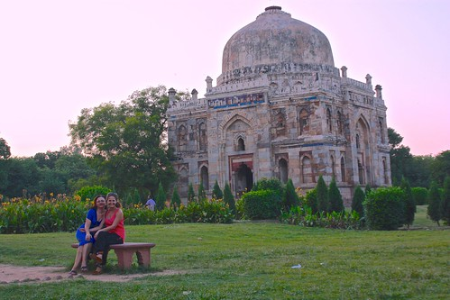 Lina and Olga at the Lodi gardens