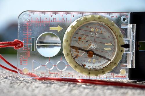 busted alpine kompass