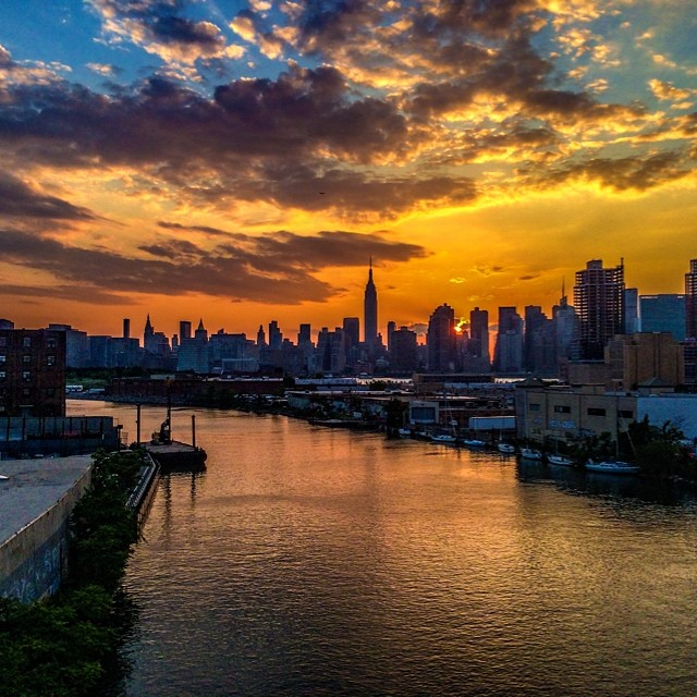 Waiting for #manhattanhenge #pulaskibridge #nyc #newyork #amazing #beautiful #dramatic #sunset #clintonbphotography #iphone5s