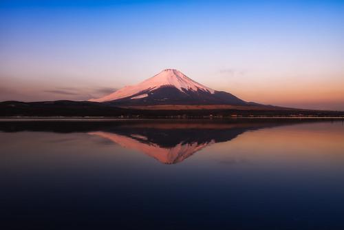 morning winter mountain lake reflection japan sunrise clear 富士山 mtfuji yamanashi snowcap 日の出 山中湖 映像 山梨県 2013 yamanashiprefecture yamanakalake ダイアモンド minamitsurudistrict