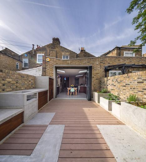 Concrete-House-by-Studio-Gil_dezeen_468_1