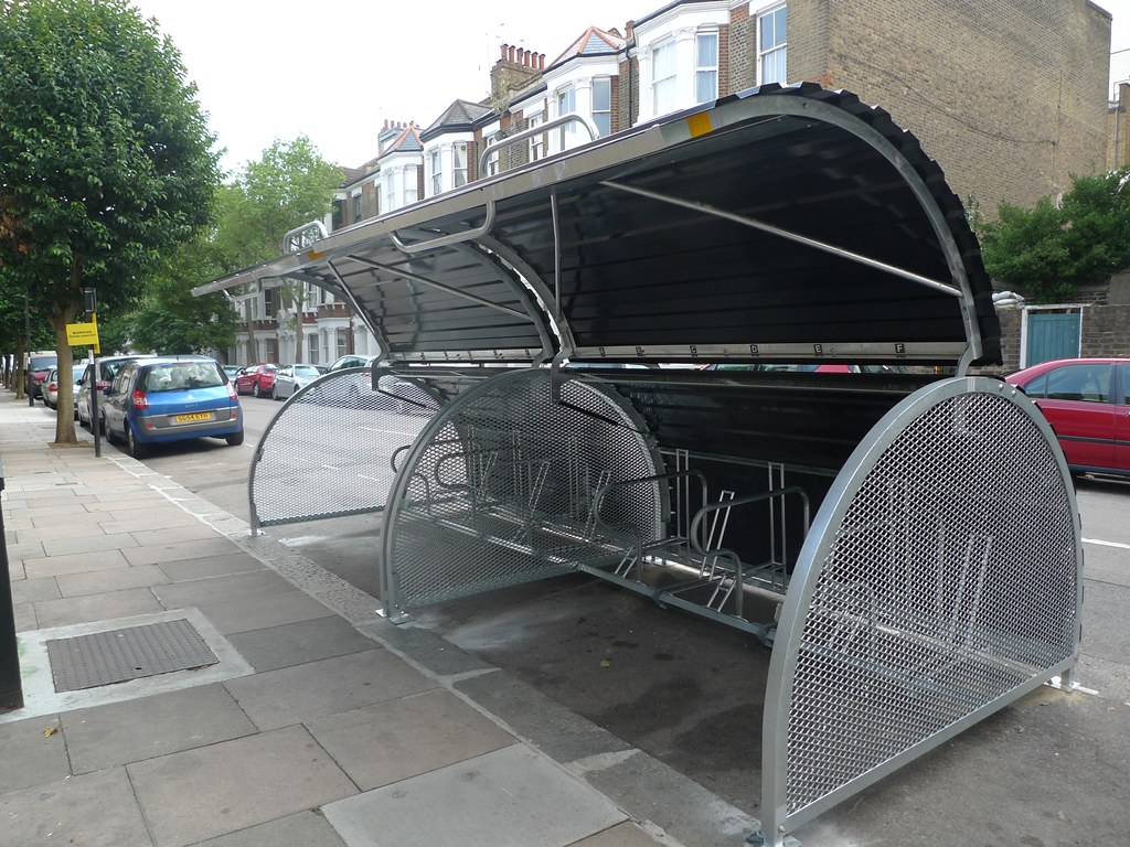 2014.08.05 LB Camden - Royal College St - Bikehangar Installation (6)