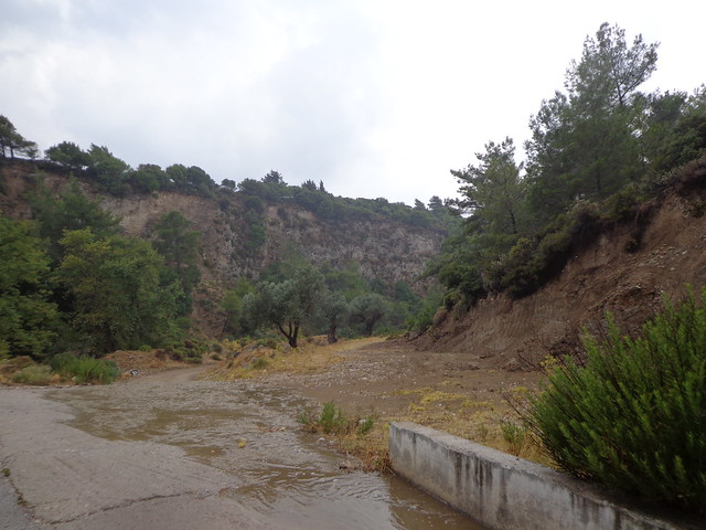 Καλοκαιρινή καταιγίδα τον Αύγουστο στη Ψίνθο