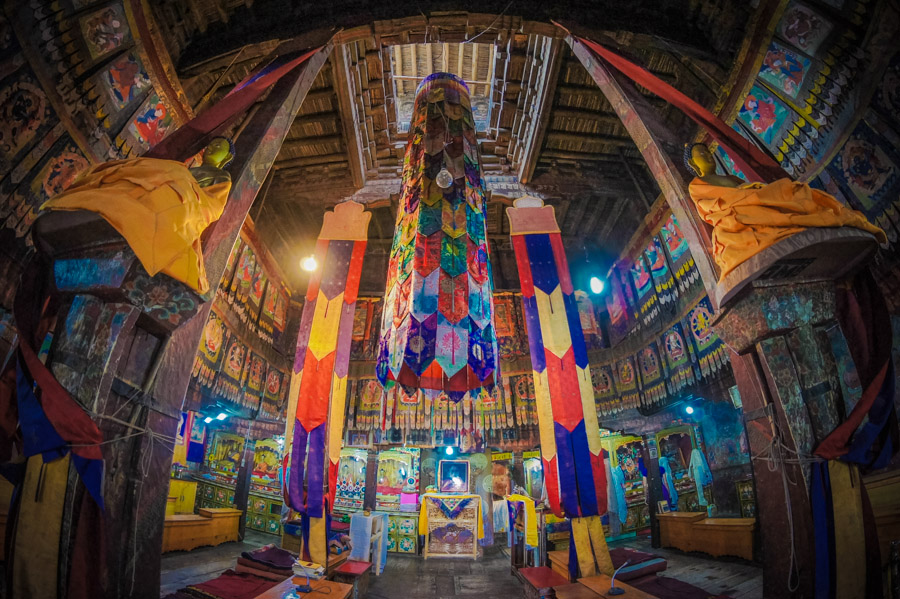 Молитвенный зал монастыря Тикси. Монастыри Ладакха (Монастыри малого Тибета) © Kartzon Dream - авторские путешествия, авторские туры в Ладакх, тревел фото, тревел видео, фототуры