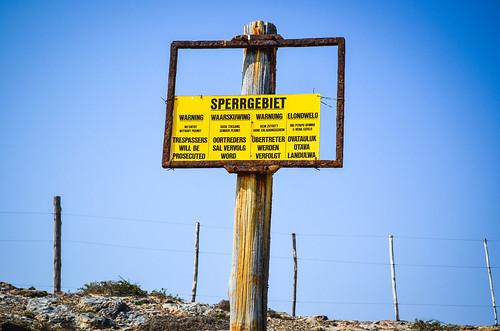 Panneau de signalisation Sperrgebiet dans la péninsule de Lüderitz