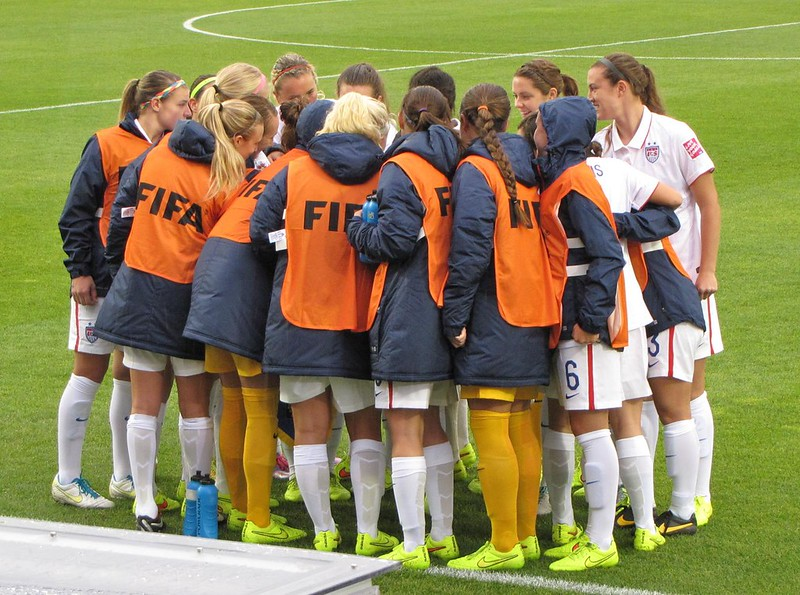 North Korea vs USA, U-20 Women's World Cup - USWNT huddle