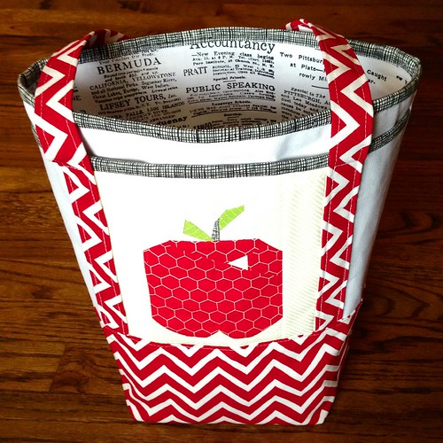 Small Nova Tote with apple quilt block pocket