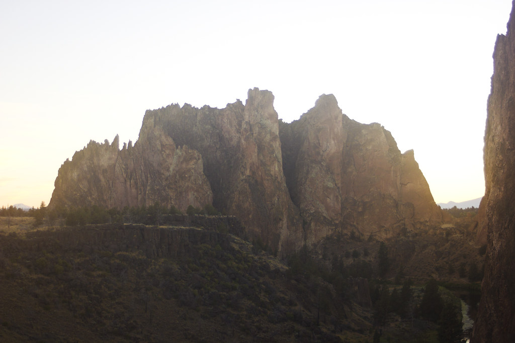 Golden sunset sunshine sunrise rocks earth smith rock oregon scenery