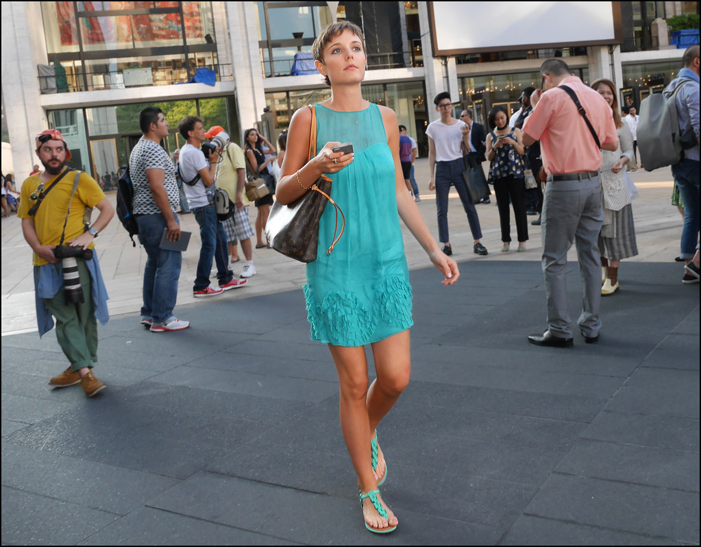 FW9-14 24w aqua sleeveless short dress aqua flat sandals short hair Louis Vuitton bag